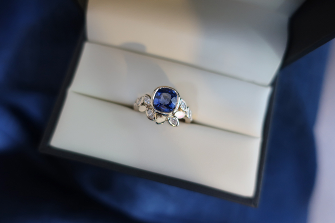 Handcrafted Sapphire ring with diamonds